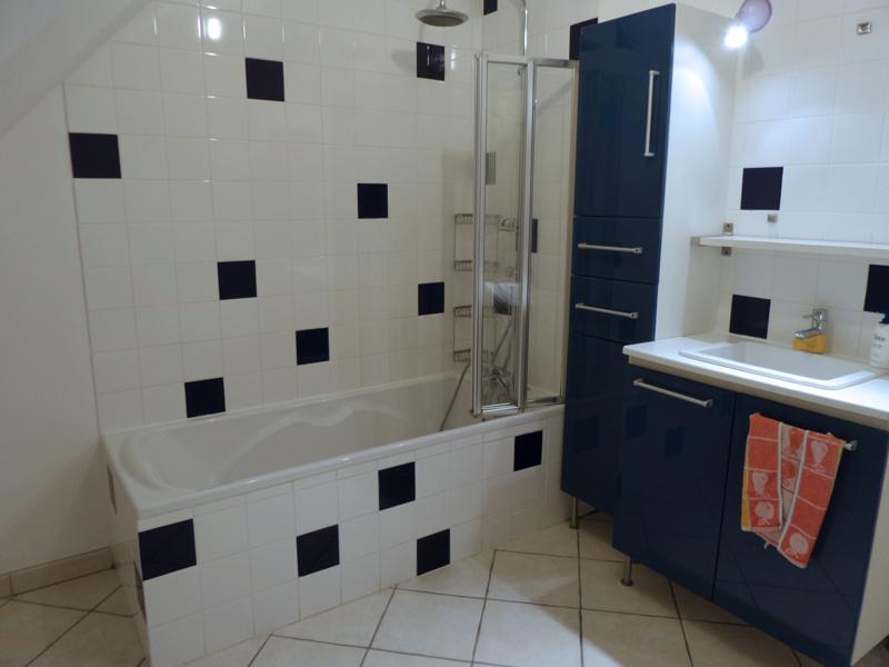 Stunning faience bleu petrole salle de bain photos for Faience salle de bain bleu turquoise